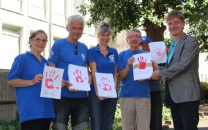 Plan-International-Freiburg-Uebergabe-Rote-Hand-web