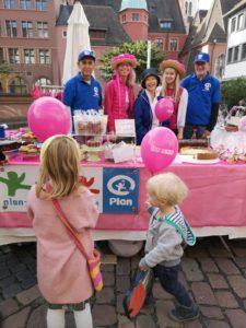 Kuchenstand zum Welt-Mädchentag